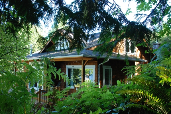 Hood canal bungalow american bungalow magazine for Hood canal cabin for sale